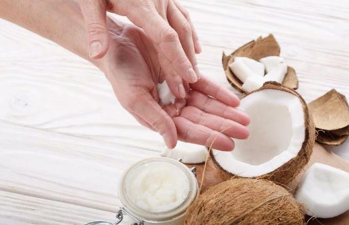 Кусочек масла кокоса