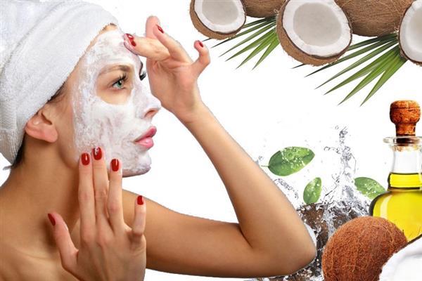 Девушка в масляной маске