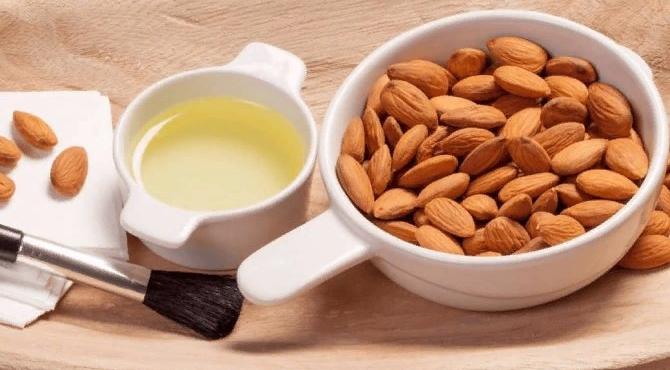 Миндальное масло для сухой и увядающей кожи