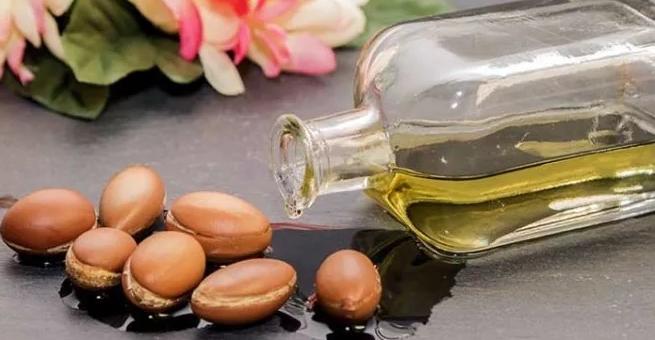 Плоды дерева Аргании и масло