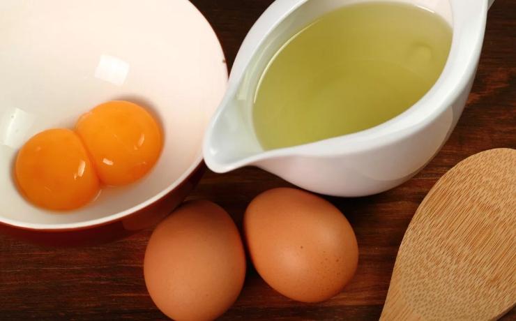Яйцо и масло для маски