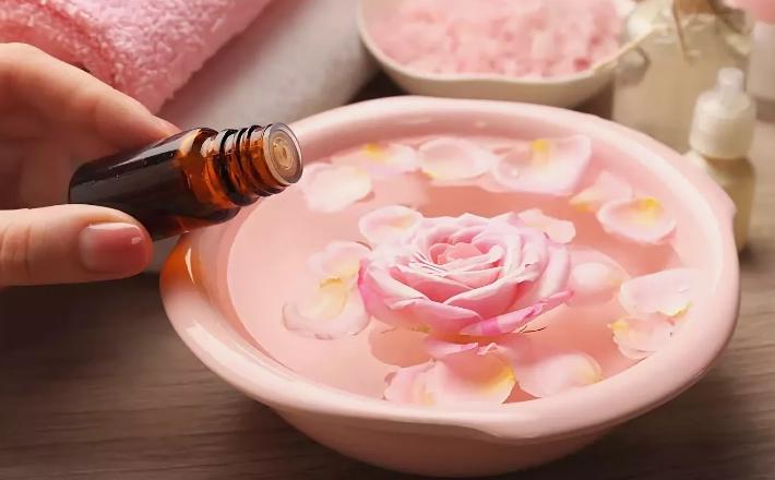 Как применять розовое масло для лица?