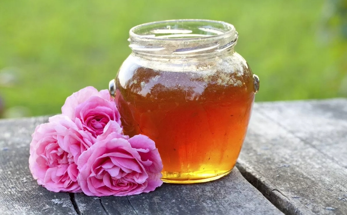 Мёд и цветы дикой розы
