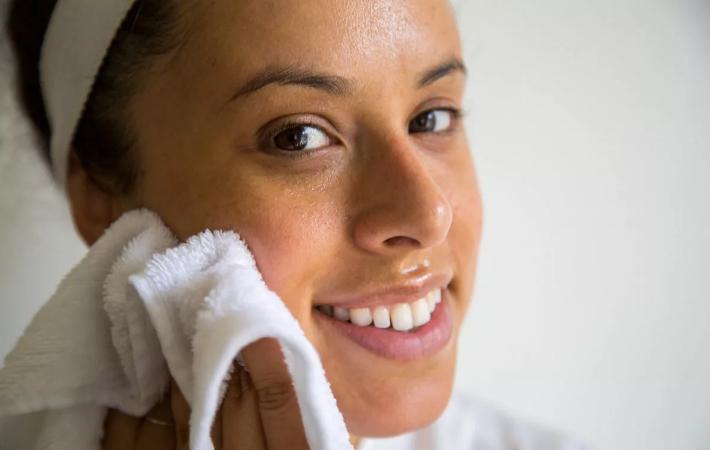Очищение лица маслом