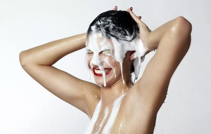 Как смыть жирное масло с волос