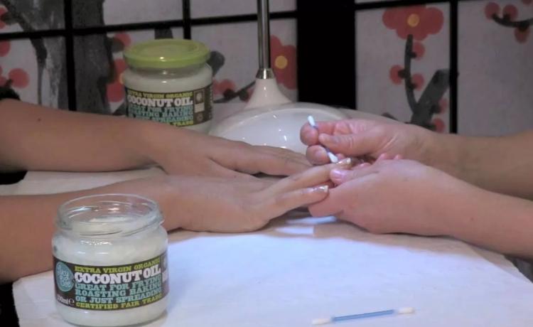 Как ухаживать за руками при помощи масла кокоса