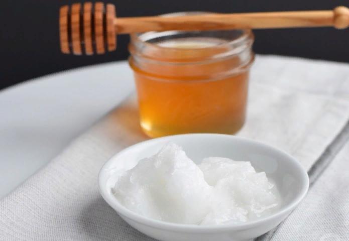 Мёд и масло кокоса в масках для кожи рук